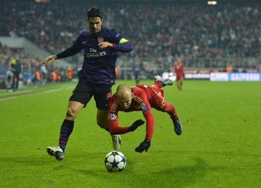 Bayern Munich's Arjen Robben (R) and Arsenal's Mikel Arteta in Munich on March 13, 2013.