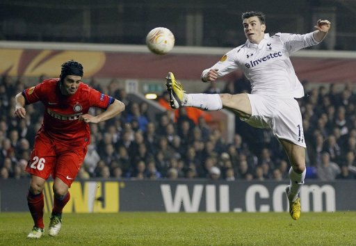 Gareth Bale stretches for the ball against Inter Milan on March 7, 2013