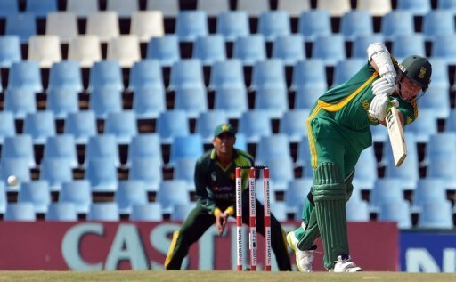 Graeme Smith bats during a One-Day International match between South Africa and Pakistan in Centurion on March 15, 2013