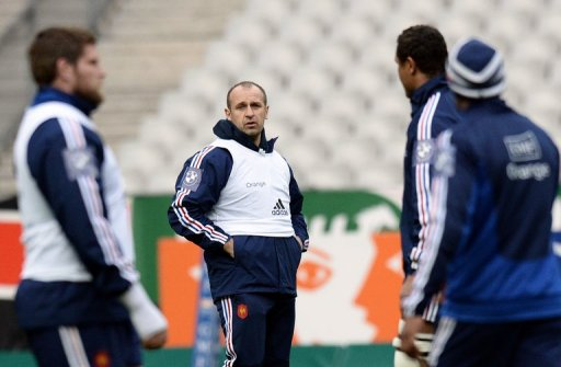 France's coach, Philippe Saint-Andre (C), heads a training session in Saint-Denis, on March 15, 2013