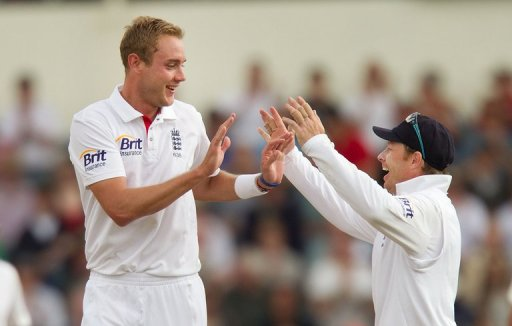 England's Stuart Broad (L) and Ian Bell, pictured during their Test match against N.Z., in Wellington, on March 16, 2013