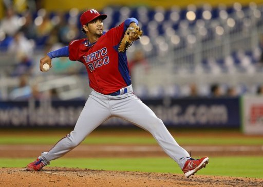 Nelson Figueroa of Puerto Rico pitches against the United States, in Miami, Florida, on March 15, 2013