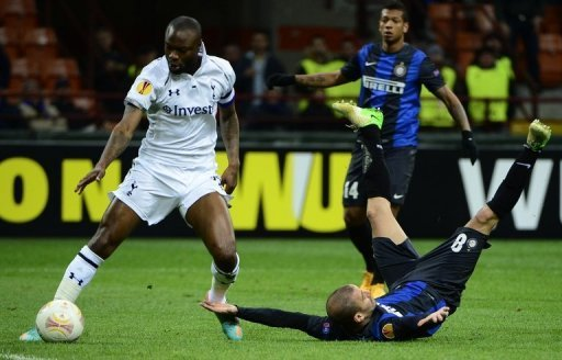 Rodrigo Sebastian Palacio (right) fights for the ball with William Gallas in Milan on March 14, 2013