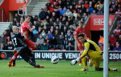 Southampton's Morgan Schneiderlin (C) scores a goal in Southampton on March 16, 2013
