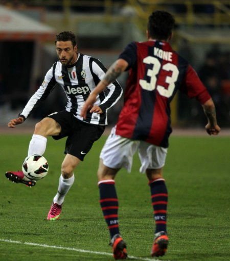 Claudio Marchisio (L) fights for bal with Kone Panagiotis on March 16, 2013 in Bologna