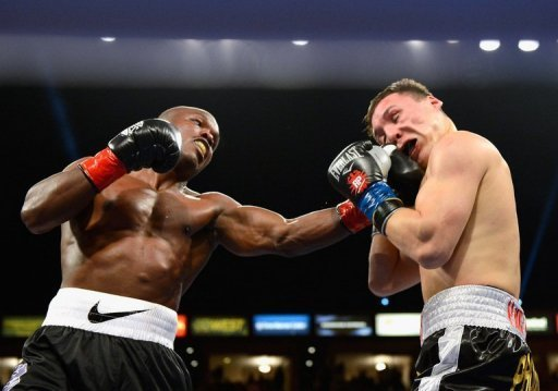 Timothy Bradley (L) lands a punch during his WBO welterweight title fight against Ruslan Provodnikov on March 16, 2013