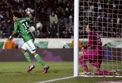 Saint-Etienne's Brandao (L) reacts next to Paris keeper Salvatore Sirigu after Alex scored an own-goal on March 17, 2013