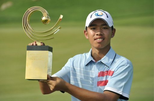 Guan Tianlang celebrates after winning the Asia-Pacific Amateur Championship in Chonburi. on November 4, 2012