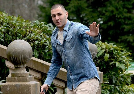 Karim Benzema arrives at the French national football team training camp in Clairefontaine on March 18, 2013