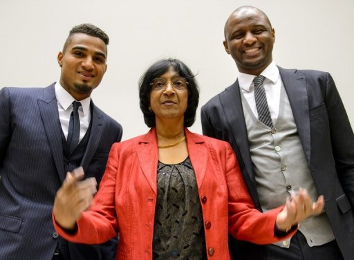 Kevin-Prince Boateng (L) and Patrick Vieira (R) pose with Navi Pillay on March 21, 2013 in Geneva