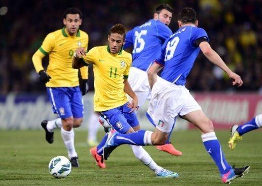 Brazil's Neymar (C) vies with Italy's Leonardo Bonucci (R) on March 21, 2013 at the stadium of Geneva