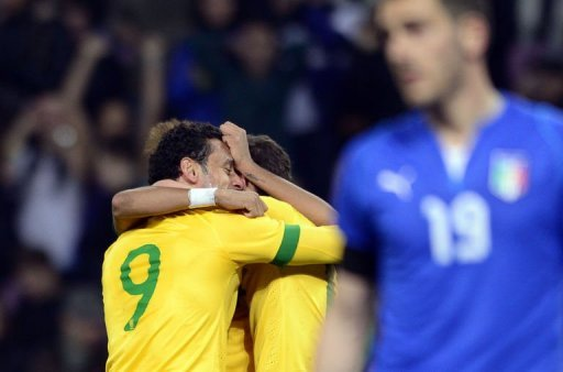 Brazilian midfielder Fred (L) celebrates after scoring during the FIFA World Cup exhibition match on March 21, 2013