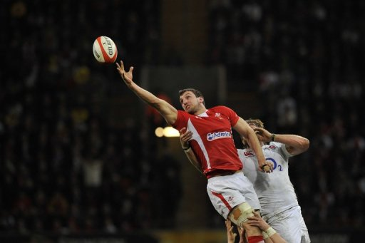 Wales's Sam Warburton (L) reaches for the ball during the Six Nations match against England in Cardiff,  March 16, 2013