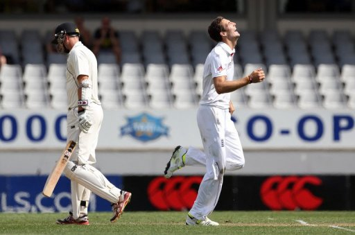 England's Steven Finn (R) celebrates the wicket of New Zealand's Peter Fulton, in Auckland, on March 23, 2013
