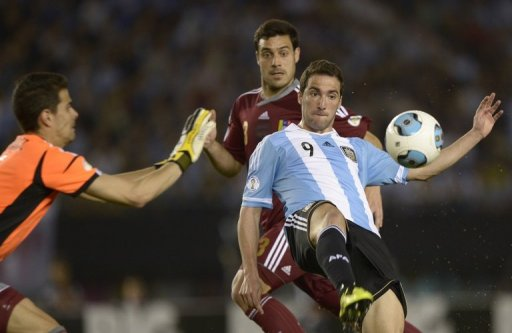 Argentina's Gonzalo Higuain (R) scored twice against Venezuela, in Buenos Aires, on March 22, 2013