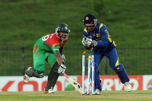 Bangladeshi Tamim Iqbal (L) is run out by Sri Lankan wicketkeeper Kumar Sangakkara in Hambantota, March 23, 2013