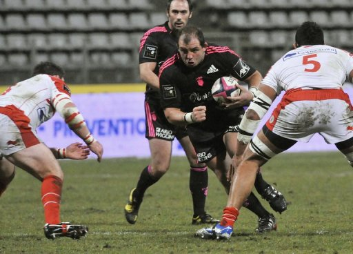 Stade Francais' prop David Attoub (centre) on December 22, 2012 at the Stade Charlety stadium in Paris