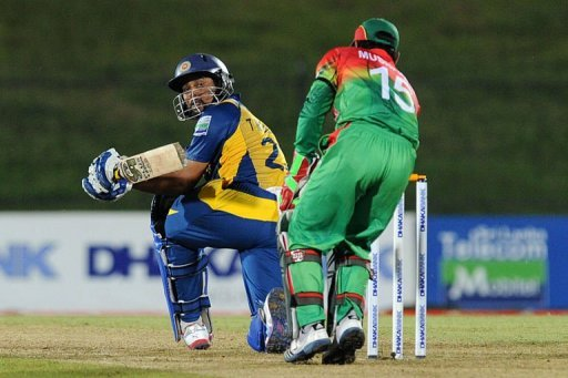 Sri Lankan cricketer Tillakaratne Dilshan (L) plays a shot on March 23, 2013