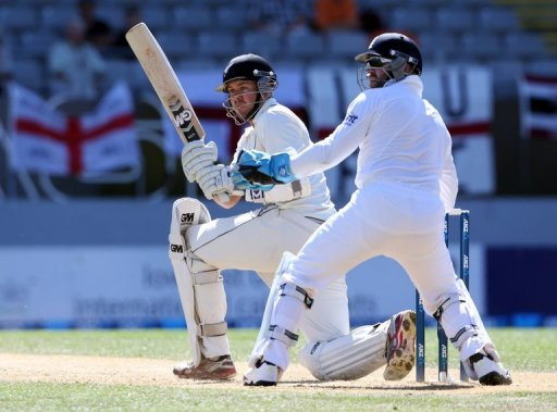 New Zealand's Peter Fulton (L) bats beside England's Matt Prior during their final Test in Auckland on March 25, 2013