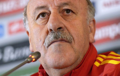 Spain's head coach Vicente Del Bosque gives a press conference at the team' hotel in Paris, on March 25, 2013