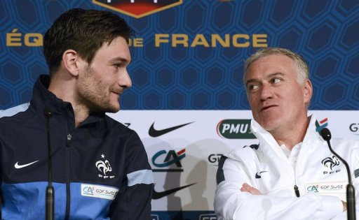 Didier Deschamps (R) speaks with captain and goalkeeper Hugo Lloris during a press conference on March 25, 2013
