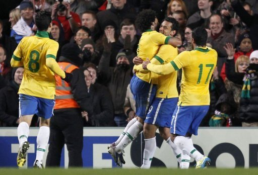 Brazil striker Fred (2R) celebrates scoring the equaliser against Russia at Stamford Bridge on March 25, 2013