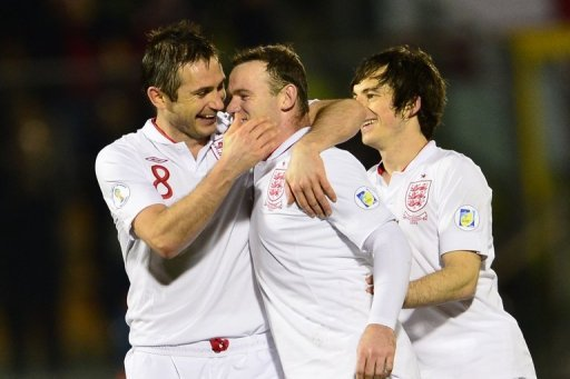 England's Wayne Rooney (C) celebrates with Frank Lampard during the 8-0 victory over San Marino on March 22, 2013