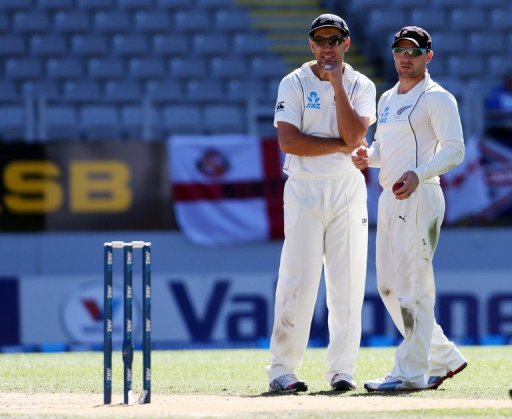 New Zealand's Ross Taylor (L) and Brendon McCullum in discussion during the final Test against England on March 26, 2013