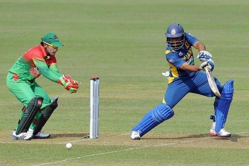Sri Lanka's Tillakaratne Dilshan (R) plays a shot in the third Bangladesh ODI in Pallekele on March 28, 2013