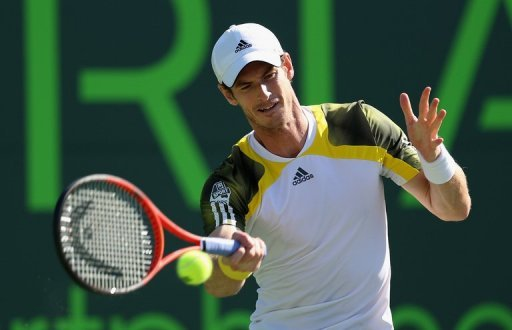 Andy Murray plays a forehand during the quarter final match at the Sony Open on March 28, 2013, in Key Biscayne, Florida