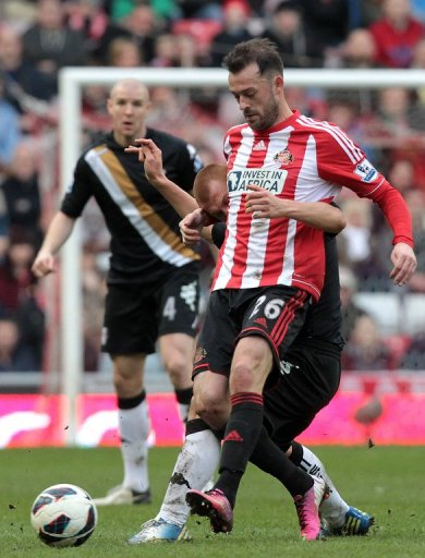 Sunderland striker Steven Fletcher holds off Fulham midfielder Steve Sidwell on March 2, 2013