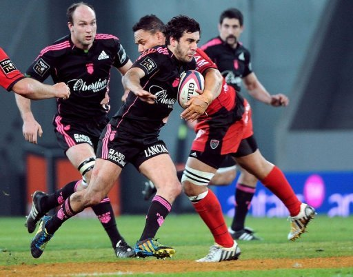 Toulon's player Juan Martin Fernandez Lobbe (R) breaks away in Lille, France, on March 30, 2013