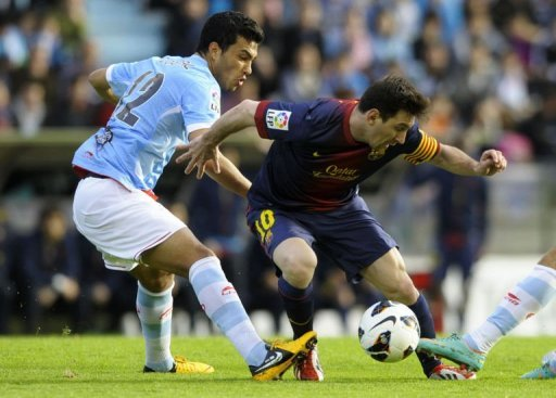 Celta's Argentinian defender Gustavo Cabral (L) vies with Barcelona's Argentinian forward Lionel Messi on March 30, 2013