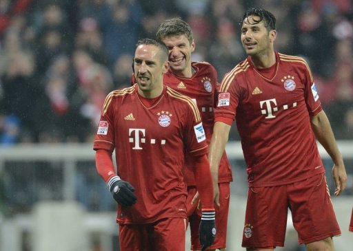 (L-R) Bayern Munich's midfielder Franck Ribery, midfielder Thomas Mueller and striker Claudio Pizarro on March 30, 2013