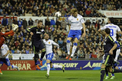 Zaragoza's Dutch defender Glenn Loovens (3rd R) vies with Real Madrid's defender Sergio Ramos (2nd L) on March 30, 2013
