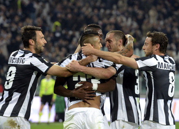Arturo Vidal (C)of Juventus celebrates with team-mates after scoring their team's first goal from a penalty during the Serie A match Juventus FC v AC Milan at Juventus Arena on April 21, 2013 in Turin, Italy.  (Photo by Claudio Villa/Getty Images)