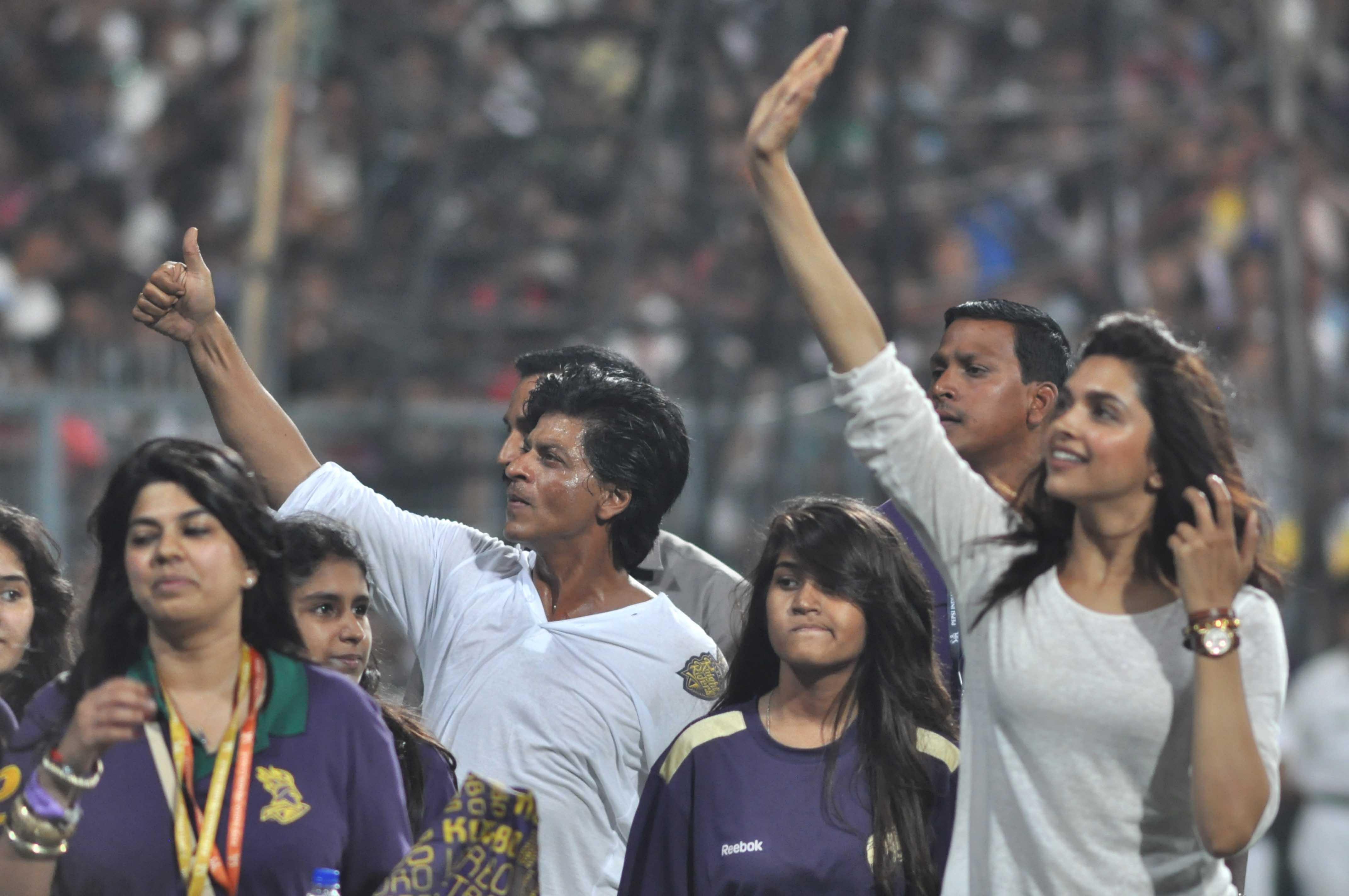 Happy to give back to Kolkata : Shahrukh Khan
