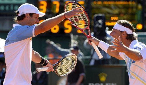 Argentina's tennis players David Nalbandian (R) and Horacio Zeballos celebrate in Buenos Aires on April 6, 2013