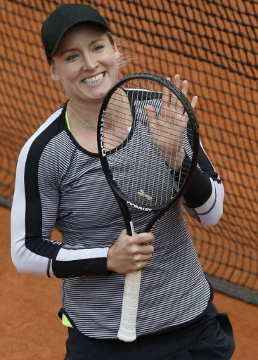USA's Bethanie Mattek-Sands celebrates a win against China's Li Na at the Roland Garros stadium in Paris on May 30, 2013