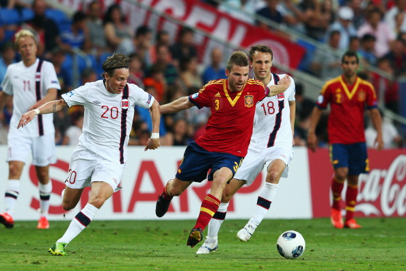 Asier Illarramendi (C) of Spain is challenged by Stefan Johansen (L) and Magnus Wolff Eikrem of Norway during the UEFA European U21 Championship Semi Final match between Spain and Norway at Netanya Stadium on June 15, 2013 in Netanya, Israel.  (Photo by Alex Grimm/Getty Images)