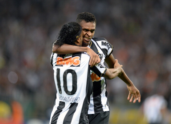Brazilian Atletico Mineiro's Jo (R) celebrates with teammate Ronaldinho his goal against Paraguayan Olimpia during their Libertadores Cup second leg football match at the Mineirao stadium in Belo Horizonte, Brazil on July 24, 2013. (Getty Images)