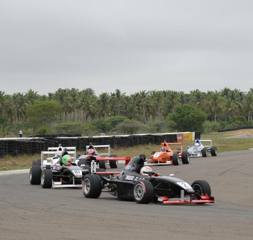 Tarun Reddy leading Hirota in MRF 1600