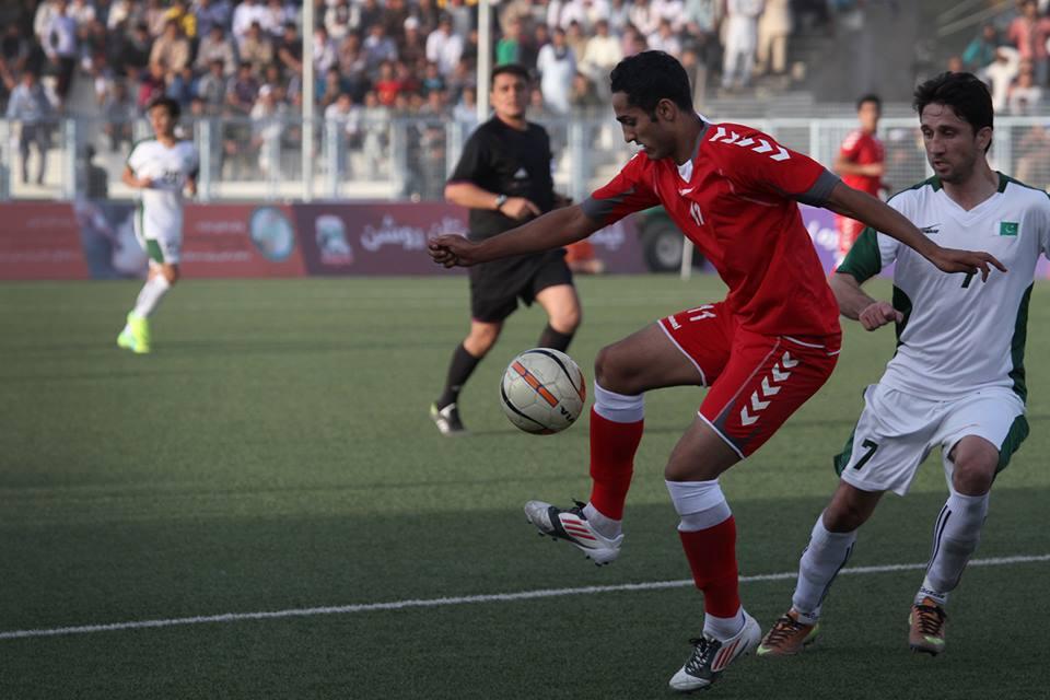 Sanjar Ahmadi (in red) Photo Credit: footballnameh.blogspot.com
