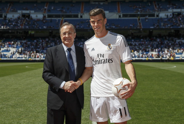 MADRID, SPAIN - SEPTEMBER 02:  Gareth Bale (R) poses with Real Madrid's President Florentino Perez during his official presentation as a new Real Madrid player at Estadio Santiago Bernabeu on September 2, 2013 in Madrid, Spain.