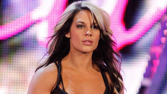 former divas champion kaitlyn would love to face beth pheonix