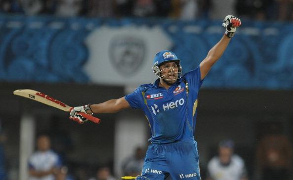 Mumbai Indians batsman Rohit Sharma (L)