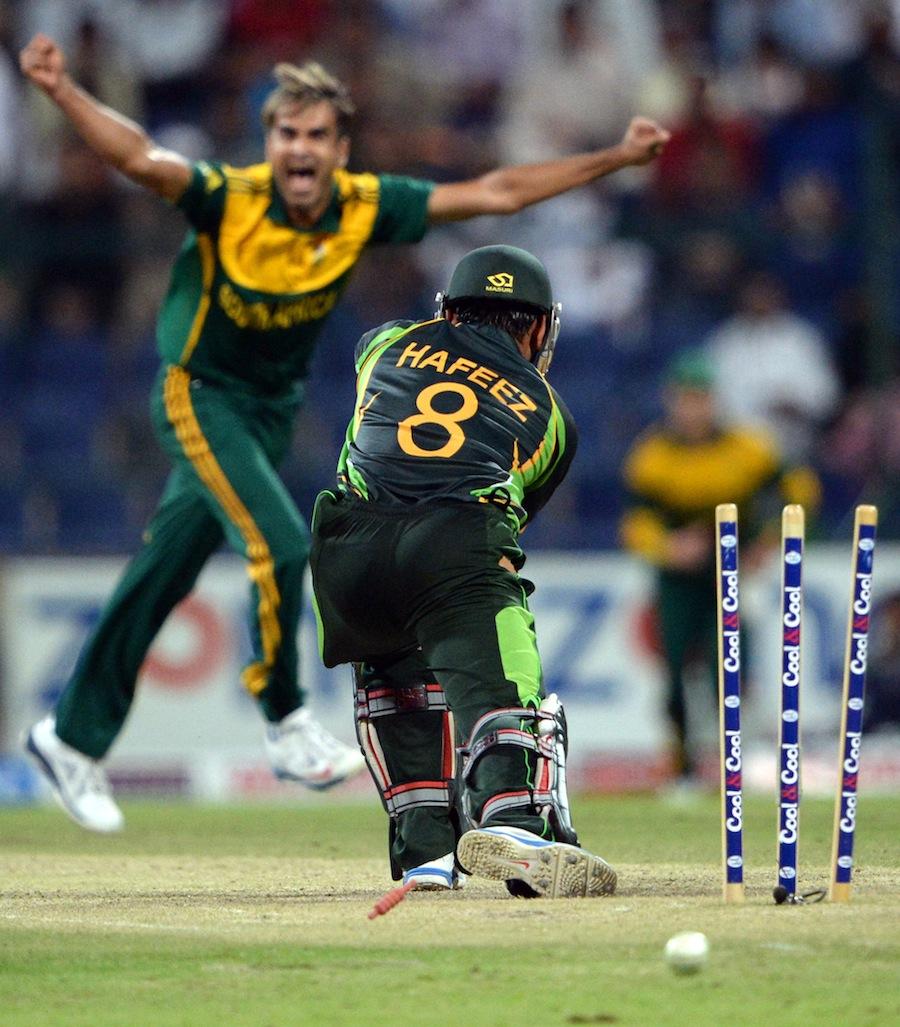 Mohammad Hafeez bowled by Imran Tahir