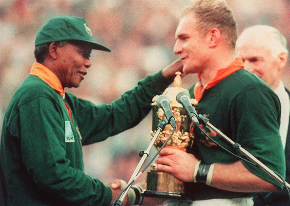 Nelson Mandela with South Africa's Rugby captain François Pienaar.