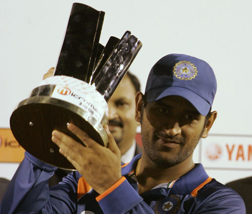MS Dhoni lifts the Asia Cup, 2010