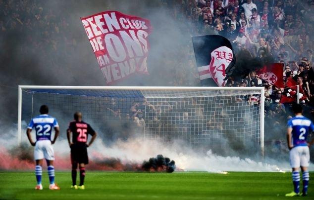 ผลการค้นหารูปภาพสำหรับ fan fireworks in football stadium